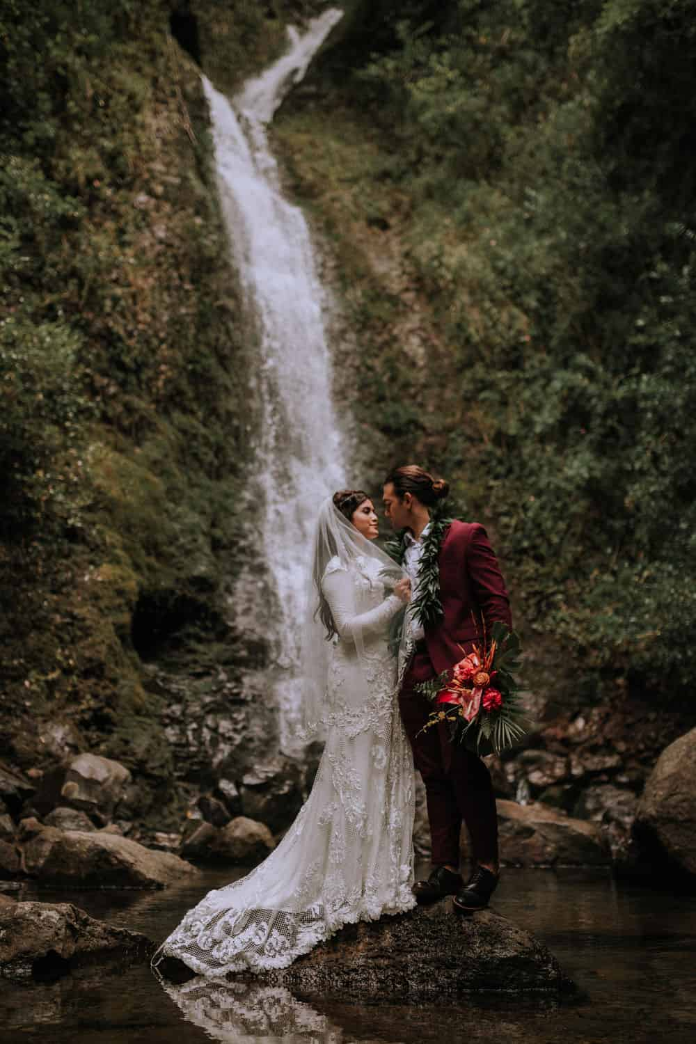 oahu destination elopement mountaintop photographer