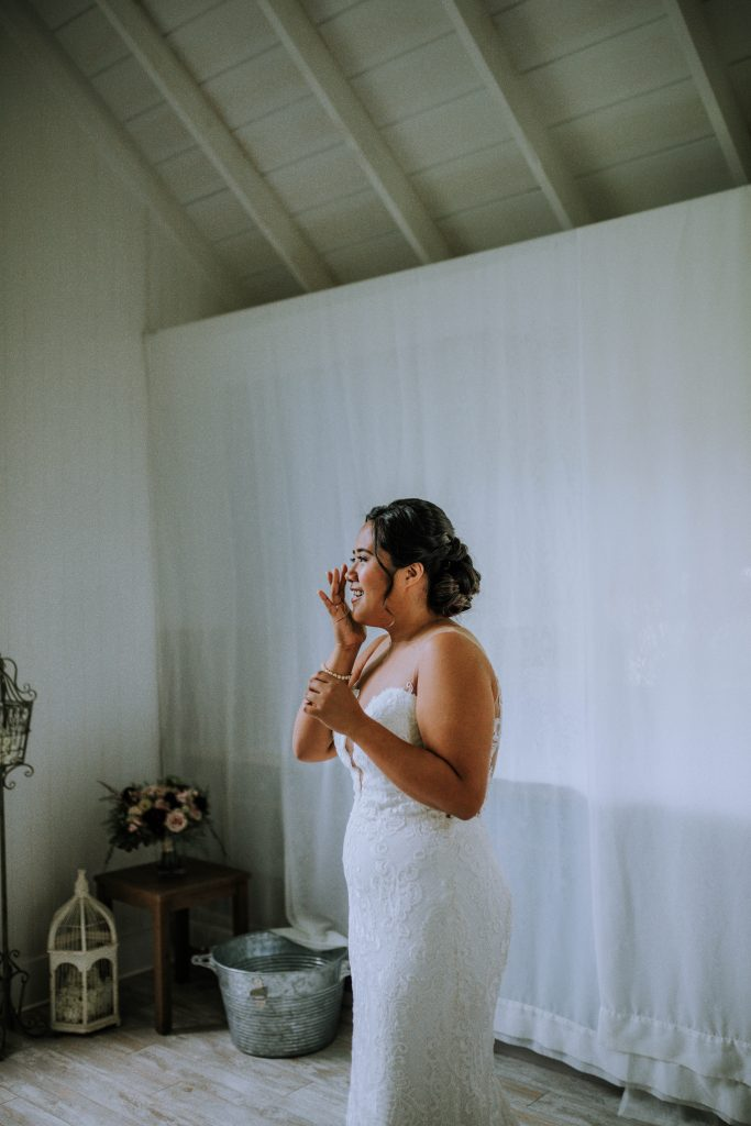 Oahu bride getting ready | Anela Benavides