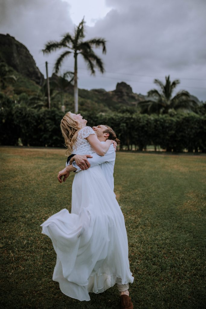 Bride and groom portraits, Hawaii destination elopement | Photography by Anela Benavides