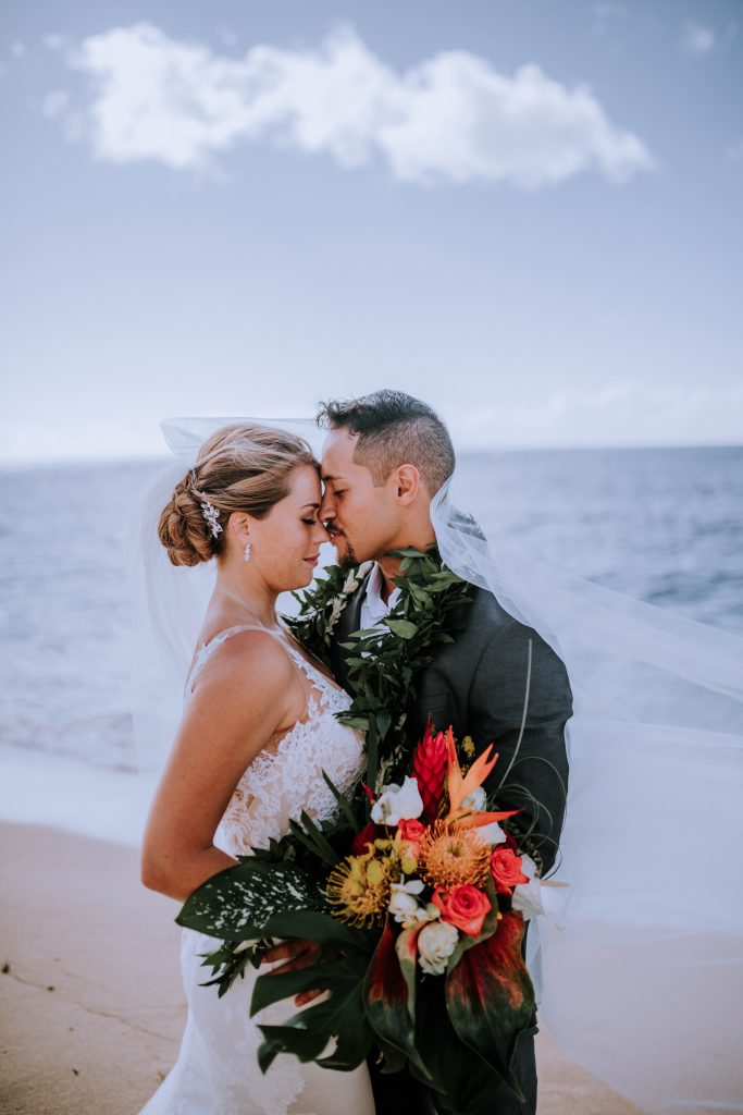 Top 10 summer wedding images, Hawaii including bride and groom wedding day portrait inspiration, photography by Anela Benavides